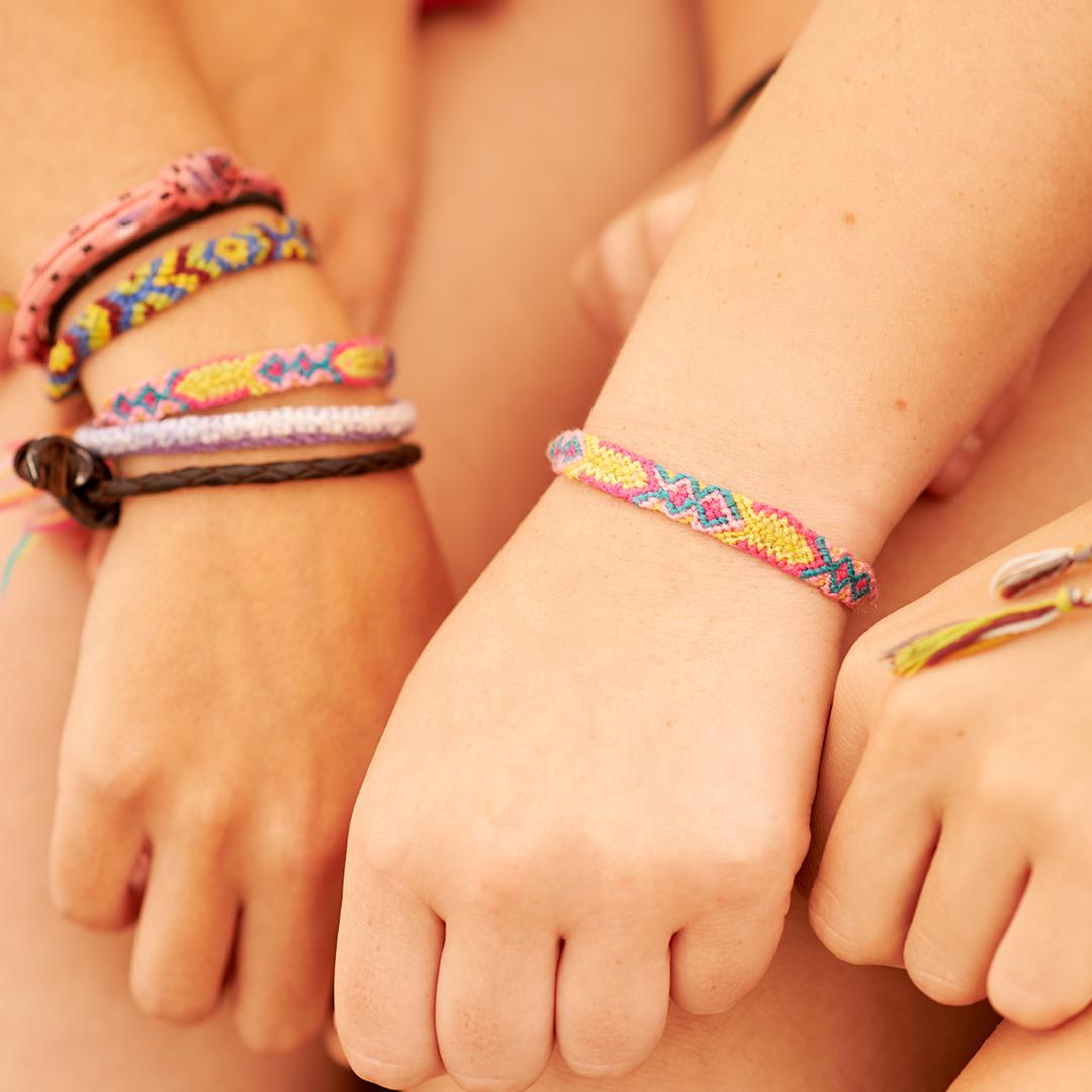 friendship-bracelets-craft